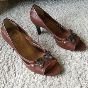 Cole haan heels size 6